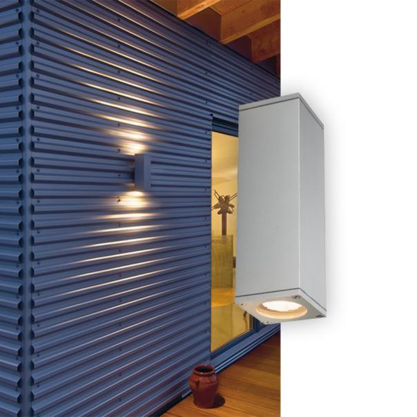 Wandleuchte für den Außenbereich mit zwei Lichtauslässen